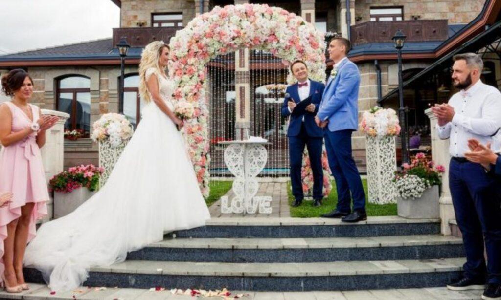 Ведущий на свадьбу: нужно ли заказывать ведущего на свадьбу?